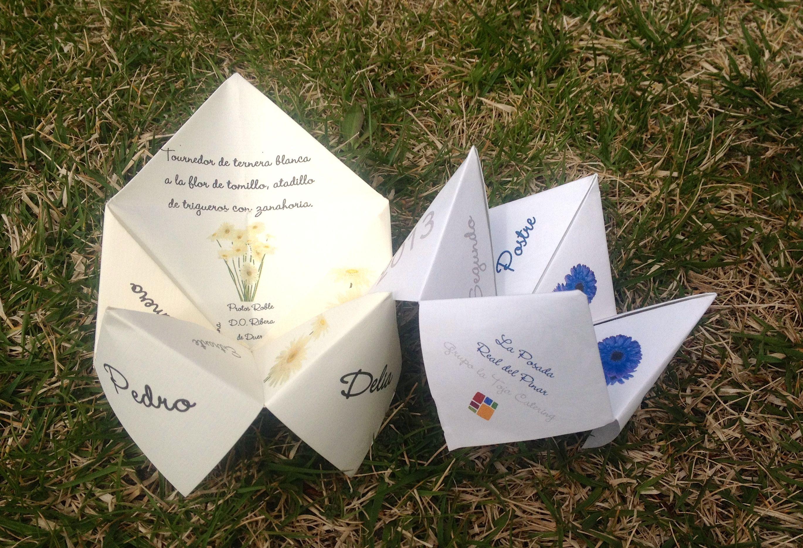Los aficionados de papel para la boda